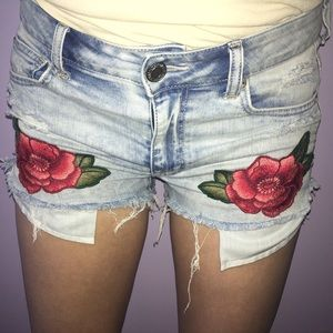 American Eagle flower embroidered shorts